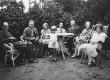 Vas.: H. Haljaspõld, Jaan Must, Else Must, Anna Grünfeldt, Peeter Grünfeldt, Jeanne de Gruf, Gerda Grünfeldt Nõmmel 1930  - KM EKLA