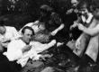 Veljestolaste väljasõit Elvasse [1930. a. II pool]. Vas.: B. Kangro, I. Lepassaar, E. Lassen; par. 1. K. Merilaas - KM EKLA