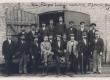 A. Kitzberg Riias Phoenix'i vabrikus oma osakonna ametnike keskel 1899. a.  - KM EKLA