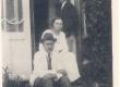 A. Kitzberg abikaasa ja pojaga  - KM EKLA