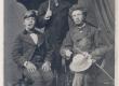 A. Kitzberg (keskel) koos sõpradega Pöögle-Polli ajajärgust - KM EKLA