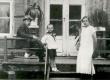 Oskar Luts abikaasa ja pojaga  - KM EKLA