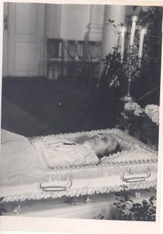 Anna Haava põrm Tartu Riikliku Ülikooli aulas 16.03.1957.a.