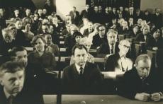 Eesti NSV kirjanike VI kongress Tallinnas 1971. a. Vaade istungisaali. II reas Harald Peep, Karl Muru; III reas Ellen Niit, Valda Raud, Mart Raud