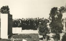 August Kitzbergi mälestussamba avamine Tartu Maarja kalmistul [1930]. Kõneleb Friedebert Tuglas