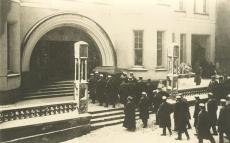 """August Kitzbergi matus. Kirstu viimine """"Vanemuisesse"""" 1927. a"""