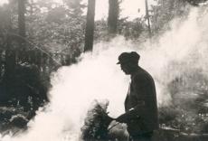 Friedebert Tuglas lõket tegemas, 1960