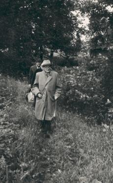 Friedebert Tuglas Ahja Keskmise järve tammil, 1963