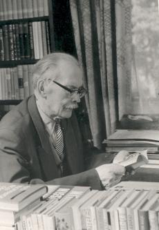 Friedebert Tuglas kodus töölaua juures 6. VI 1963