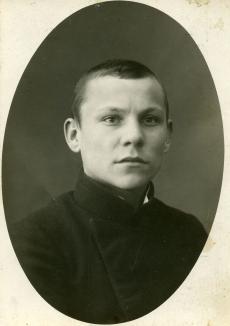 Albert Kivikas Andres Kamseni kaubanduskooli õpilasena u. 1916. a.