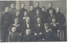 Johannes Aavik õpilastega
