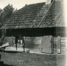 Betti Alveri elukoht Pühastes aastatel 1945-1949. Foto juulis 1949. a