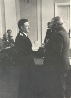 Johannes Vares-Barbarus (paremal)
