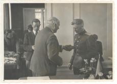 Johannes Vares-Barbarus (paremalt teine)