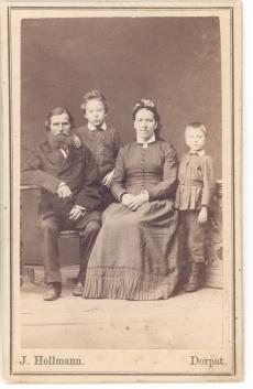 Hugo Raudsepa vanaisa ja vanaema laste Juliuse ja Viktoriga