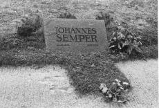 Johannes Semper i haud Tallinnas Metsakalmistul 1974. a