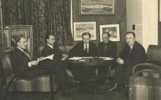 Tartu Kunstiklubi juhatus 1937. a. Vasakult: Ed. Sitska, Jaan Kitzberg, Peet Vallak, Kaarli Aluoja, J. Pütsepp