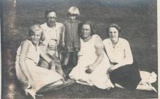 Hugo Raudsepp omaste keskel Elvas