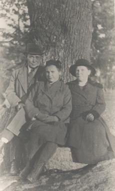 Jakob Mändmets abikaasa ja tütrega