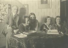 Artur Adson, [Berta Under], Hedda Hacker, Marie Under, Dagmar Hacker 1923. a.