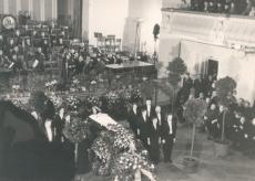 """Ernst Peterson-Särgava matus, kirst """"Estonia"""" kontserdisaalis,  16. IV 1958"""