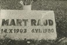 Mart Raua haud Tallinnas Metsakalmistul