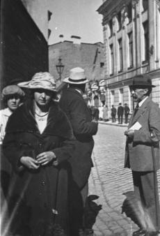 August Kitzberg (par.) ja A. Laikmaa (Laipman) näituse puhul Tallinnas