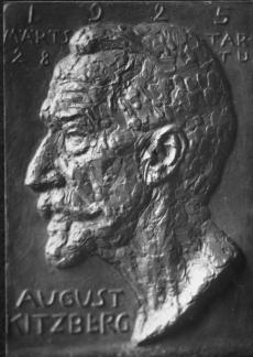 F. Sannamees. August Kitzbergi büst, 1925