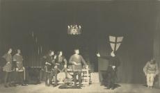 """A. Adsoni """"Neli kuningat"""" """"Estonias"""" 1931. a. Stseen etendusest"""