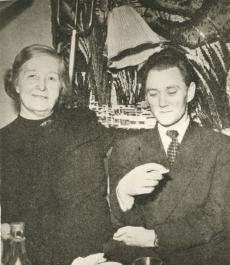 Marie Under ja Karl Ristikivi Johannes Aaviku sünnipäeval [1965. a]